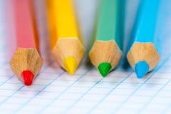 四支五颜六色的铅笔 免版税库存照片