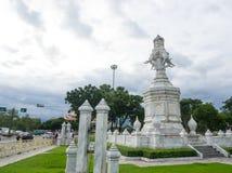 四朝向的白色大理石大象,是Rama IX金黄周年纪念纪念碑,架设1996年公元,在Rama国王荣誉IX 库存图片