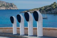 四条小船透气或透气在街道上用管道输送 免版税库存图片