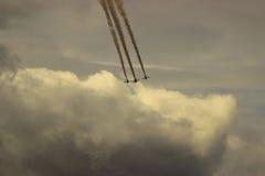 四架军用飞机飞越云彩 免版税库存图片