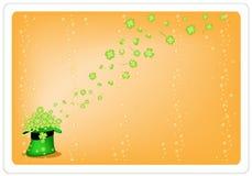 四棵叶子三叶草橙色背景在绿色帽子的 免版税图库摄影