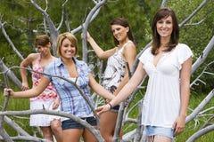 四美丽的妇女常设外部 免版税图库摄影