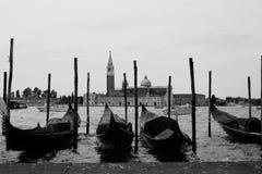 四艘长平底船` s行在威尼斯,意大利 库存图片