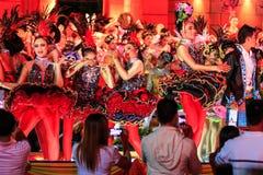四色菊,泰国- 12月27 :未认出的年轻舞蹈家 图库摄影