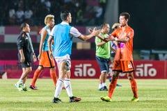 四色菊THAILAND-OCTOBER 15 :四色菊FC的球员 并且武里喃府Utd 免版税图库摄影