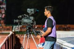 四色菊THAILAND-OCTOBER 29 :在泰国英格兰足球超级联赛期间的摄影师 库存图片