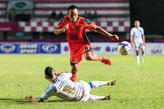 四色菊THAILAND-SEPTEMBER 20 :Jirawat四色菊FC Daokhao  (o 免版税库存照片