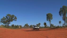 四轮驱动驾驶在一条土路在澳大利亚的澳洲内地 影视素材