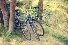 四辆老自行车 免版税库存图片