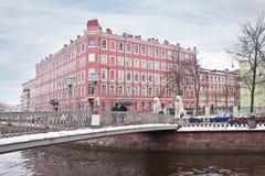四头狮子桥梁在城市圣彼得堡 免版税库存照片