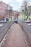 四头狮子桥梁在城市圣彼得堡 免版税图库摄影