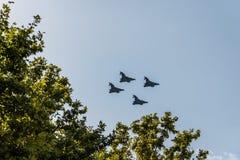 四Eurofighter喷气机飞行用西班牙语国庆节游行 库存图片