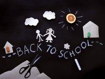 回到与上学的孩子的学校背景 儿童` s创造性 在黑板的应用 在视图之上 库存图片
