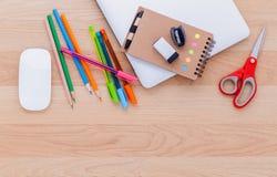 回到与学校用品的学校概念 库存照片