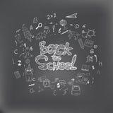 回到与手拉的白垩乱画的学校背景 横幅的,海报,飞行物字法 创造性的剪影设计 库存图片