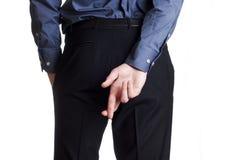 回到交叉手指隐藏他的暂挂人 免版税库存图片