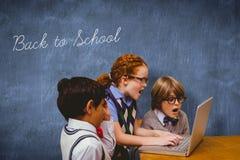 回到反对蓝色黑板的学校 库存图片