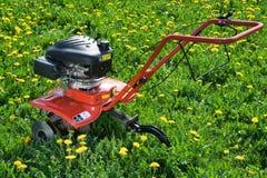 回到域耕犁端拖拉机 免版税库存照片