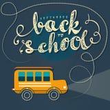 回到学校乘坐黄色公共汽车 免版税库存图片