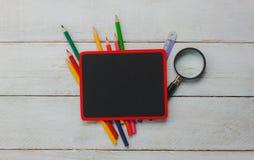 回到学校或教育背景概念的顶视图 免版税库存照片
