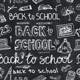 回到学校用品概略黑板 无缝的模式 免版税库存照片
