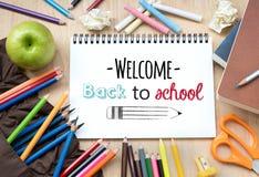 回到学校的欢迎便条纸的 图库摄影
