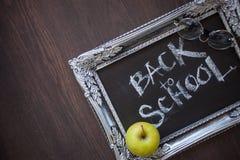 回到学校,在黑板的文本在葡萄酒框架 图库摄影