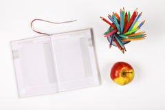 回到学校,笔记本,想法,计划,辅助部件,笔记薄,文具,供应,文本的自由空间 复制空间 顶层 库存照片