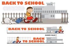 回到学校-对学校的男孩步行的模板 库存照片