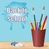 回到学校 有办公用品的学校书桌 免版税库存图片