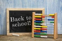 回到学校 玩具算盘和黑板 库存图片