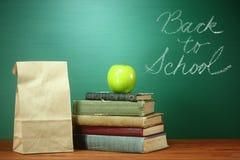 回到学校主题的背景图象的绿色 免版税库存照片