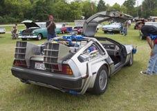 回到未来汽车模型侧视图的DeLorean DMC-12 免版税库存照片