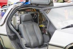 回到未来汽车模型的DeLorean DMC-12在看法里面 免版税库存照片