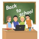 回到概念学校 计算机的学童 免版税库存照片