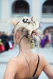 回到稀奇的发型妇女 免版税库存图片