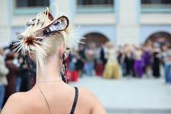 回到美丽的发型妇女 库存照片