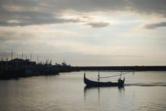 回家从渔 免版税库存照片