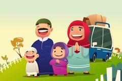 回家回教的家庭庆祝Eid Al Fitri 向量例证