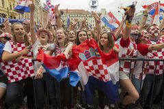 回家在最后的国际足球联合会2018年世界杯以后的克罗地亚队 免版税图库摄影