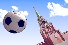 回报足球的3d在克里姆林宫附近 免版税库存照片