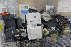 回收中心的E废物 免版税库存图片