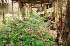 回收区域的塑料瓶在达卡 免版税库存照片