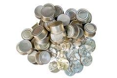 回收回收的老罐装铝能帮助是绿色的为地球 免版税库存照片