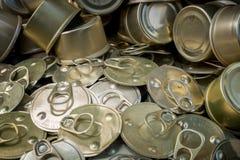 回收回收的老罐装铝能帮助是绿色的为地球 库存图片