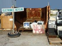 回收在垃圾填埋的电子 库存照片