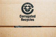 回收在纸板隔绝的标志 图库摄影