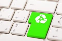 回收在键盘的按钮 免版税库存图片