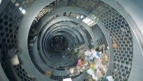 回收机器的垃圾在运作的过程中 垃圾排序的植物 影视素材