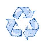 回收标志由水制成在白色飞溅隔绝 库存照片